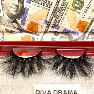 25 mm mink lashes (Diva Drama)